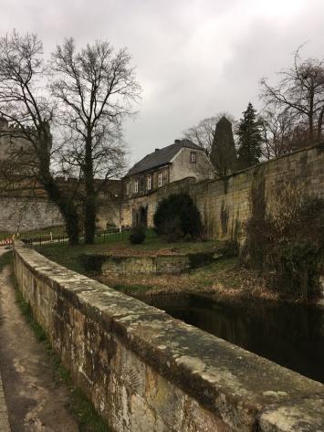 Von dieser Seite aus kann man sich der Burg nähern.