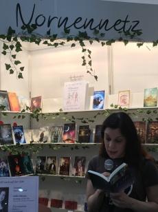Katrin Ils liest auch.