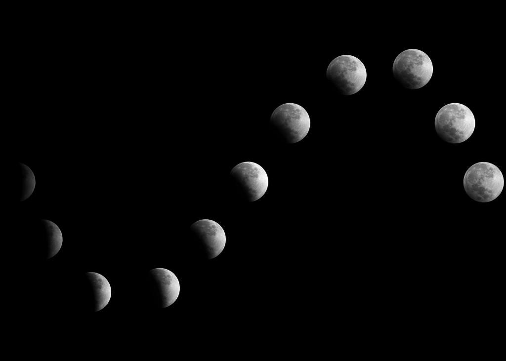 """Schwarzer Hintergrund. Favor in einer Kurve, die die Form des liegenden Buchstaben S hat, die verschiedenen Mondphasen, von """"nicht sichtbar"""" über """"kaum sichtbar"""" und """"immer sichtbarer"""" bis """"Vollmond""""."""